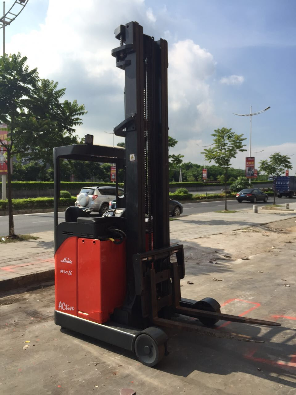 东莞市林德1.4吨座驾前移式电动叉车出租【价格 价格一览表 多少钱一个月】