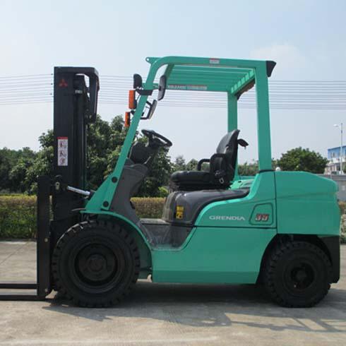 东莞市三菱3.5吨平衡重式柴油叉车出租【价格 价格一览表 多少钱一个月】
