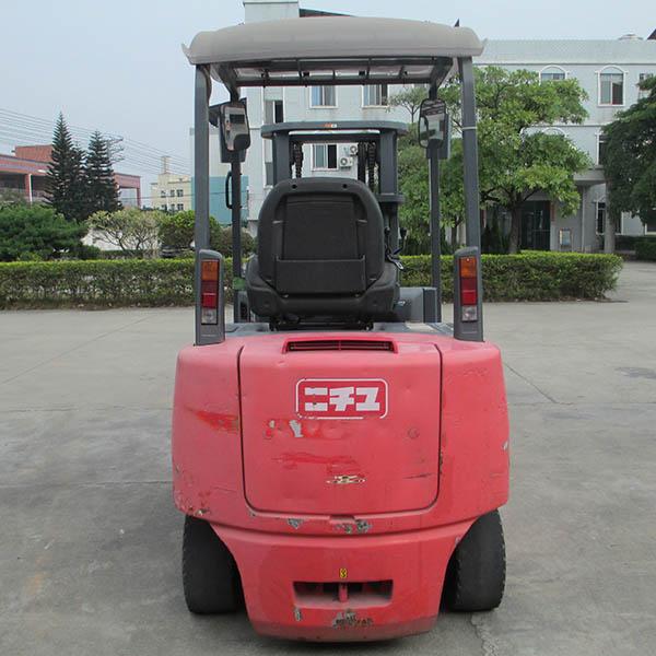 东莞市力至优2.5吨平衡重式电动叉车出租【价格 价格一览表 多少钱一个月】