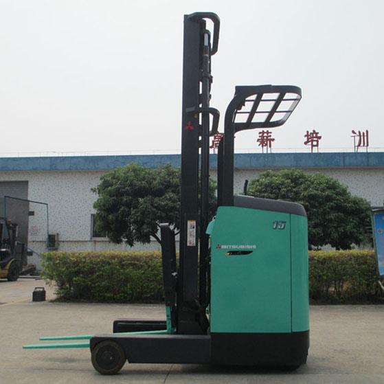 东莞市三菱1.5吨站驾前移式电动叉车出租【价格 价格一览表 多少钱一个月】