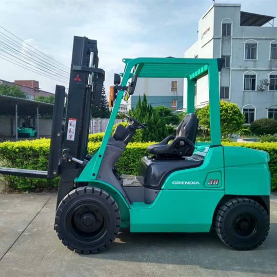 东莞市三菱3吨平衡重式柴油叉车出租【价格 价格一览表 多少钱一个月】