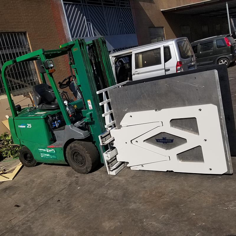 东莞市二手(家电夹)力至优2.5吨平衡重式电动叉车出租